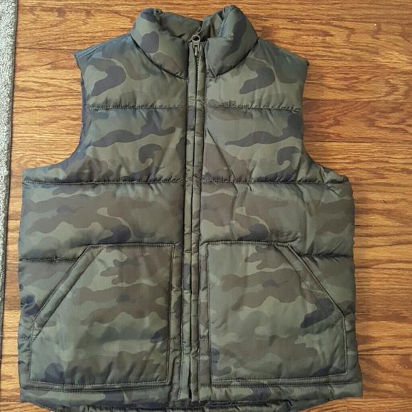 01cd53bf3 Boys Camo Bubble Vest. Size 6 7. Small